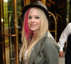 http://tbn2.google.com/images?q=tbn:1GfquyUKpl28iM:http://images.hollywoodgrind.com:9000/images/2007/9/avril-lavigne-hotel-midtown-new-york-city.jpg