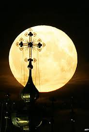http://tbn2.google.com/images?q=tbn:IPBqA9xrTNnbQM:http://www.bbc.co.uk/arabic/specials/images/335_full_moon/54389_afp3.jpg