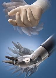 الجراحة الإلكترونية ...نظام «دافنشي» الأوتوماتيكي surgeon_hand-inst.jpg